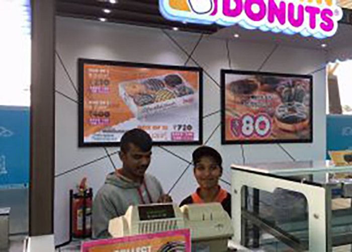 Rama aan de slag bij Dunkin Donuts